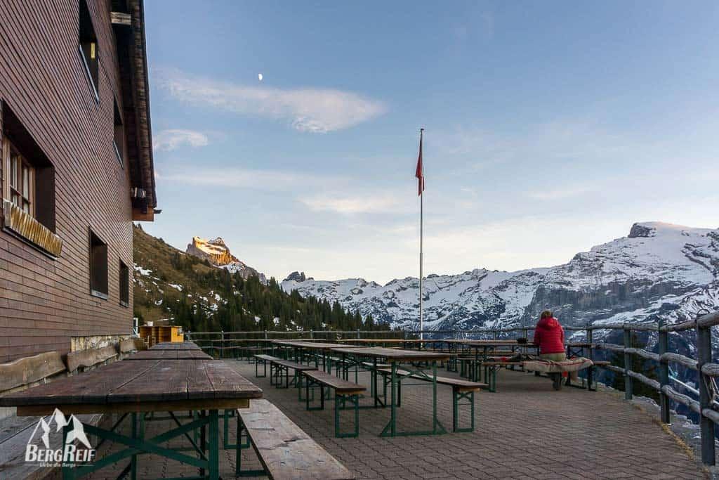 Berghütte im Winter Brunnihütte